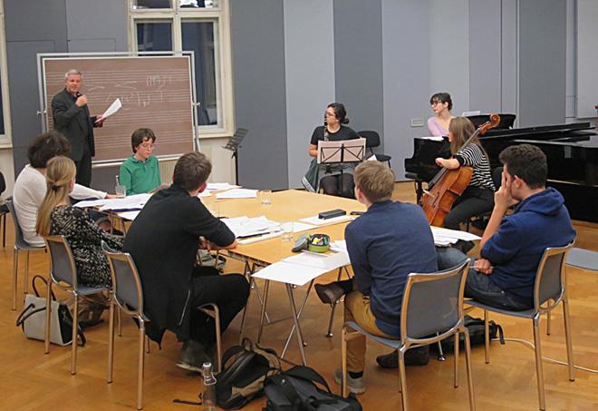 sechs personen suchen einen komponisten